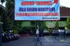 Sejumlah siswa dan siswi bersiap mengikuti Ujian Nasional Berbasis Komputer (UNBK) di SMA Negeri 46 Jakarta Selatan, Senin (9/4).