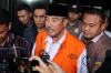 Bupati Bandung Barat Abubakar (mengenakan rompi tahanan) seusai diperiksa penyidik di gedung KPK diJakarta, Kamis (12/4).