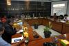 Dalam diskusi tersebut Komnas HAM juga menyerahkan catatan kritis kepada DPR terkait revisi UU No.15/2003 tentang Terorisme yang dilakukan Pokja RUU Terorisme.