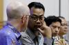 Vice President of Public Policy Untuk Asia Pasific Simon Miller (kiri) bersama Kepala Kebijakan Publik Facebook untuk Indonesia Ruben Hattari saat mengikuti Rapat Dengar Pendapat Umum (RDPU) dengan Komisi I DPR RI di Kompleks Parlemen, Senayan, Jakarta, Selasa (17/4).