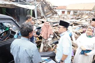 Ketua MPR Sambangi Desa Terdampak Tsunami di Lampung Selatan
