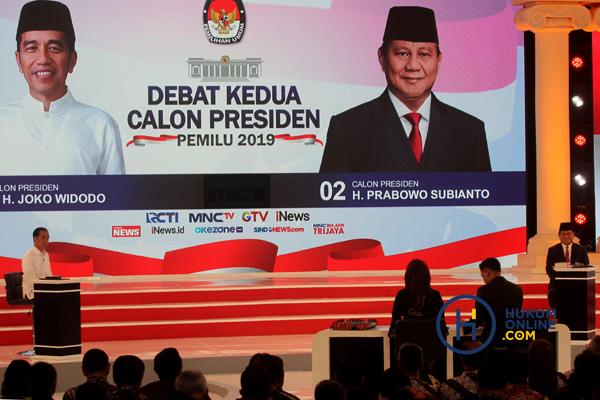 Kedua capres saat debat kedua dengan tema energi, pangan, infrastruktur, sumber daya alam, dan lingkungan hidup di Hotel Sultan Jakarta, Minggu (17/2) malam. Foto: RES