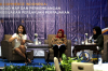 "Ardhanti Nurwidya (kiri) selaku Anggota Bidang Ekonomi Digital dari Asosiasi E-Commerce Indonesia (idEA) dan Sri Hariyati selaku Kepala Biro Hukum dari Kementerian Perdagangan Republik Indonesia dalam Diskusi Hukumonline.com ""E-Commerce Indonesia: Road Map dan Perkembangan Kebijakan Perlakukan Perpajakan"", Kamis (28/03). Foto: Redaksi"
