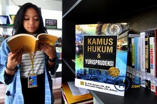 Kamus <i>3 in 1</i> Karya Sang Pengadil