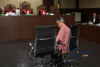 Eks Direktur Krakatau Steel Didakwa Terima Suap