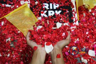 Tabur Bunga di Gedung KPK