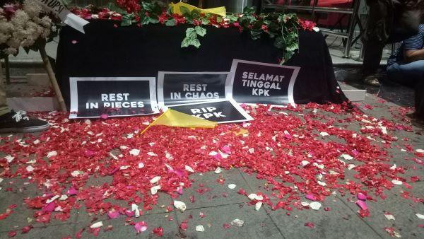 Ungkapan kekhawatiran terhadap nasib KPK pasca perubahan UU KPK. Foto: AJI
