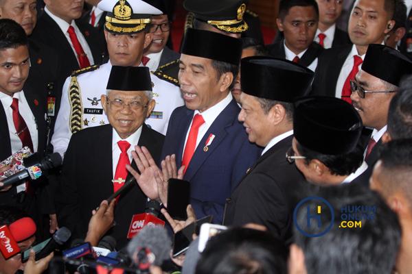 Joko Widodo-Ma'ruf Amin saat diwawancarai awak media usai pelantikan Presiden dan Wakil Presiden RI Periode 2019-2024. Foto: RES