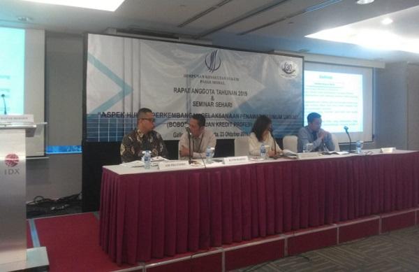 Seminar Aspek Hukum Perkembangan Pelaksanaan Penawaran Umum UMKM yang diadakan oleh HKHPM, Rabu (23/10). Foto: MJR