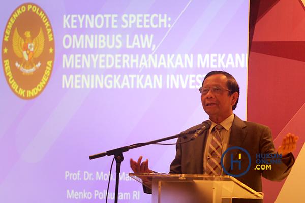 Menko Polhukam Moh. Mahfud MD dalam diskusi mengenai Omnibus Law. Foto: RES