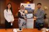 Penyerahan plakat kepada Ibu Dewi Savitri Reni, Partner dari SSEK Indonesian Legal Consultants oleh Perwakilan dari Hukumonline.com