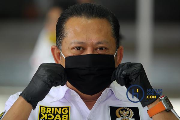 MPR Bagikan Masker dan Hand Sanitaizer Kepada Masyarakat 3.JPG