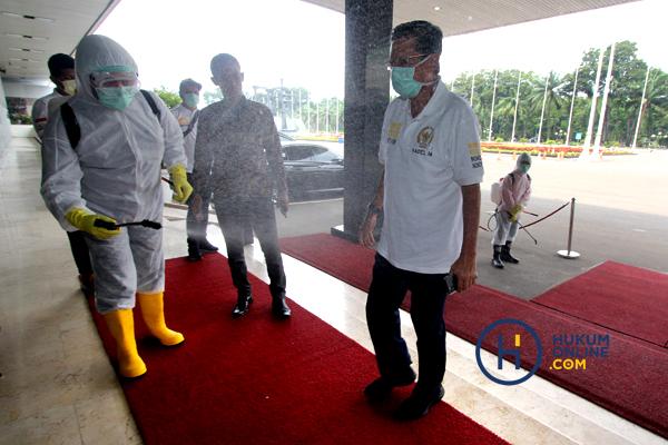 MPR Bagikan Masker dan Hand Sanitaizer Kepada Masyarakat 6.JPG