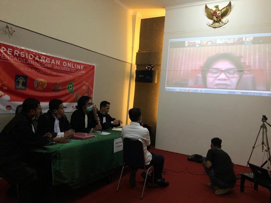 Salah satu sidang perkara pidana secara online di Pengadilan Negeri Jakarta Selatan sekitar April lalu. Foto: Istimewa