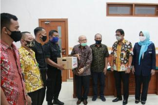 Peduli Kasih Peradi bagi Pegawai Honorer PN Jakarta Barat