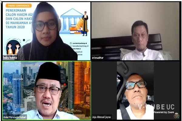 Ketua Bidang Rekrutmen Hakim KY Aidul Fitriciada Azhari bersama Ketua KY Jaja Ahmad Jayus saat mengumumkan seleksi calon hakim agung dan ad hoc pada MA tahun 2020 secara daring, Jum'at (10/7). Foto: Humas KY