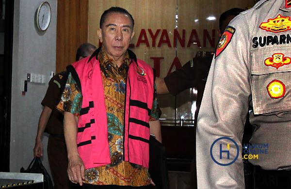 Joko Tjandra mengenakan rompi tahanan. Foto: RES