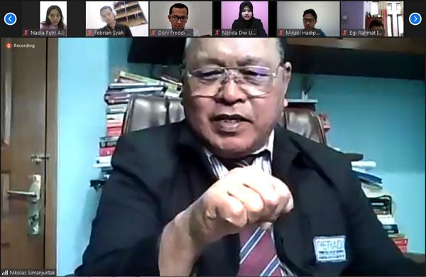 Nikolas Simanjuntak saat memberi materi 'Kode Etik Profesi Advokat' dalam PKPA Hukumonline-Peradi-Yarsi Gelombang B, Senin (23/11). Foto: RES