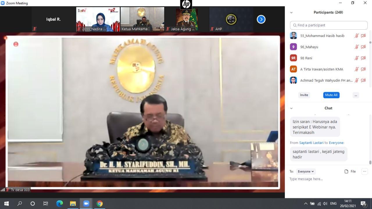 Ketua MA Prof H.M. Syarifuddin saat menjadi pembicara kunci dalam webinar bertajuk 'Tujuan, Implementasi, Problematika Penerapan Restorative Justice dalam Penegakan Hukum Pidana di Indonesia', Sabtu (20/2). Foto: Istimewa