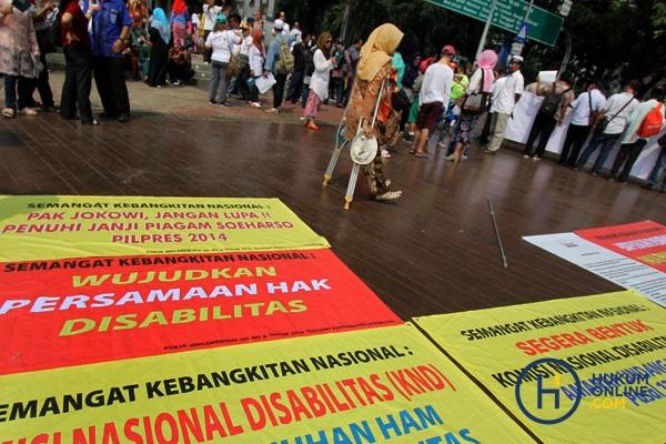 Sejumlah penyandang disabilitas saat aksi unjuk rasa bertajuk 'Kebangkitan Nasional Penyandang Disabilitas' di depan Istana Negara, Kamis (18/5/2020) lalu. Foto: RES