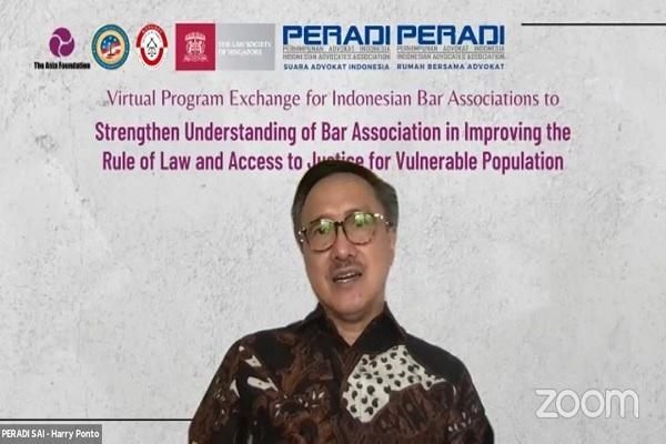 Wakil Ketua Umum Peradi SAI, Harry Ponto, saat webinar bertema Virtual Program Exchange for Indonesian Bar Associations to Strengthen Understanding of Bar Association In Improving the Rule of Law and Access to Justice for Vulnerable Population, Selasa (3/8/2021). Foto: ADI