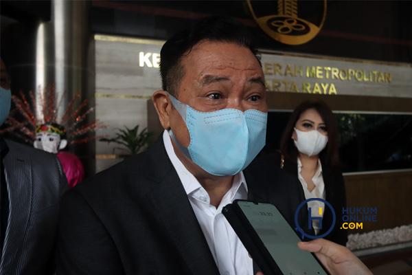 Ketua Umum DPN Peradi Otto Hasibuan di Gedung Polda Metro Jaya, Jakarta,Senin (30/8/2021). Foto: RES