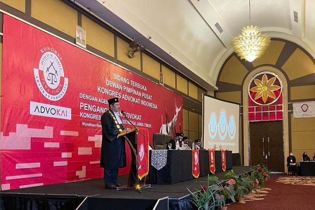 Presiden DPP KAI, Adv. Tjoetjoe Sandjaja Hernanto dalam Pengangkatan Advokat KAI Jatim Tahun 2021. Foto: istimewa.