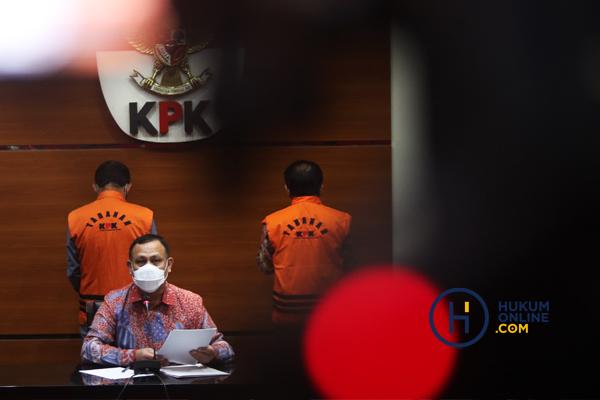 KPK TAHAN BUPATI BANJARNEGARA 3.jpg