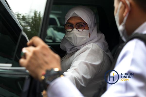Wakil Ketua KPK Lili Pintauli Siregar dilaporkan ICW ke Bareskrim Polri. Foto: RES