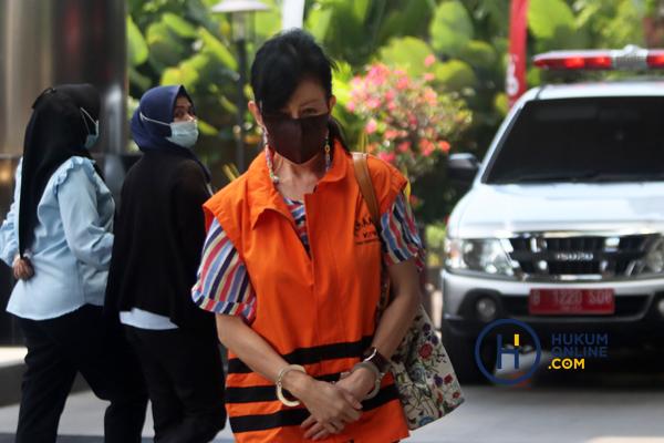 Pemeriksaan Wakil Direktur PT Adonara Propertindo Anja Runtuwene 4.jpg