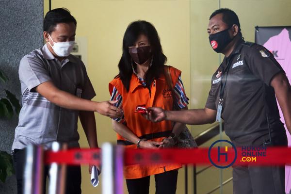 Pemeriksaan Wakil Direktur PT Adonara Propertindo Anja Runtuwene 6.jpg