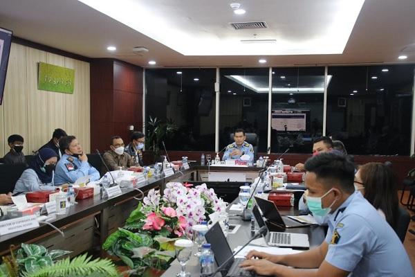 Direktur Penyidikan dan Penyelesaian Sengketa, Anom Wibowo saat memimpin rapat membahas perkembangan Priority Watch List (PWL), Kamis (9/9/2021) malam. Foto: Istimewa