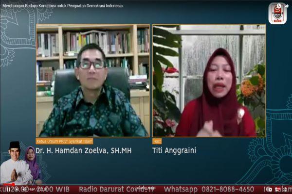 Mantan Ketua MK Hamdan Zoelva (kiri) dalam kuliah umum secara virtual bertajuk 'Membangun Budaya Konstitusi Untuk Penguatan Demokrasi Indonesia', Selasa (14/9/2021). Foto: RFQ