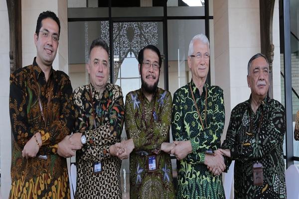 Para Ketua MK RI, MK Turki, MA Pakistan, MA Aljazair, dan MK Gambia di sela-sela pertemuan konferensi/simposium internasional di Nusa Dua Bali, Senin (4/11/2019) lalu. Foto: Humas MK