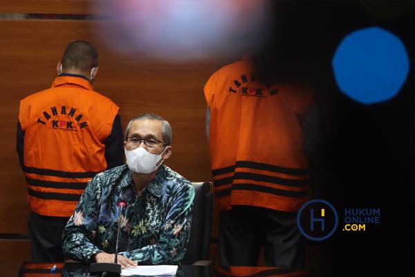 KPK Tunjukan Barang Bukti OTT Hulu Sungai Utara Kalsel 5.jpg