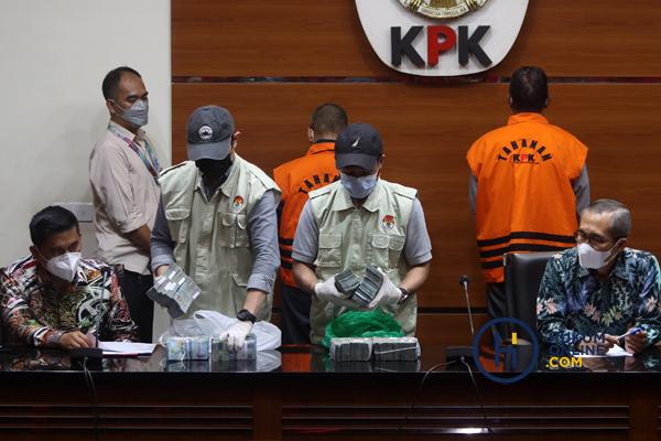 KPK Tunjukan Barang Bukti OTT Hulu Sungai Utara Kalsel 6.jpg