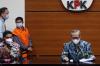 KPK Tunjukan Barang Bukti OTT Hulu Sungai Utara Kalsel 2.jpg
