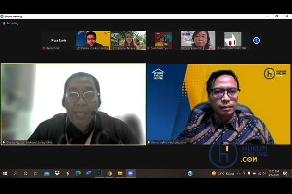 Manajer Perpustakaan UPH Dharma Gustiar Baskoro dan Chief Content Officer (CCO) Hukumonline Amrie Hakim saat sosialisasi kerja sama program Hukumonline Pro dan University Solution, secara daring, Jum'at (24/9/2021). Foto: RES