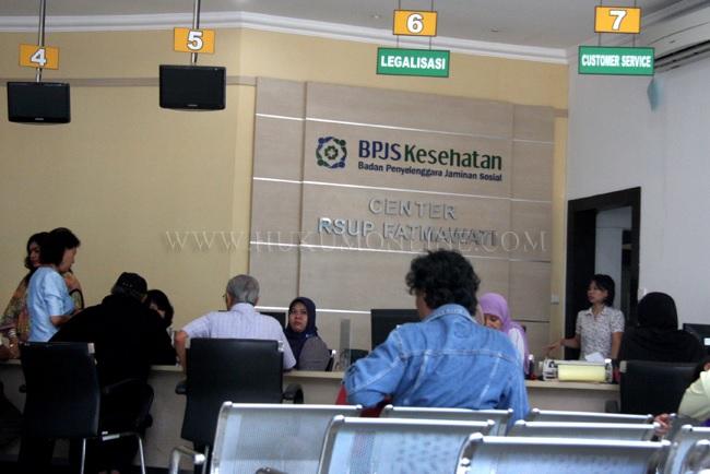 Ilustrasi seseorang tengah mengantre layanan BPJS Kesehatan di sebuah rumah sakit. Foto: RES