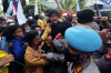 AKSI MAHASISWA TOLAK PEMECATAN 56 PEGAWAI KPK SEMPAT SALING DORONG DENGAN PIHAK KEAMANAN 5.jpg