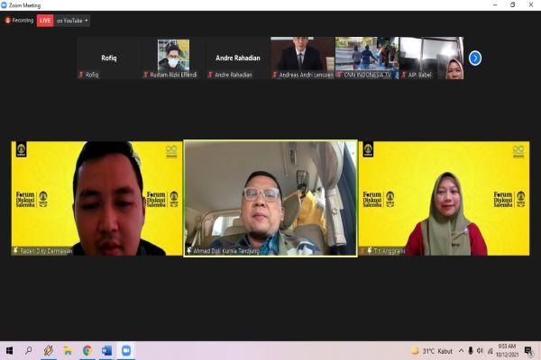 Sejumlah narasumber dalam diskusi virtual bertajuk 'Polemik Wacana Pejabat Kepala Daerah dari TNI/Polri Aktif ke Depan, Apa Konsekuensinya?', Selasa (12/10/2021). Foto: RFQ