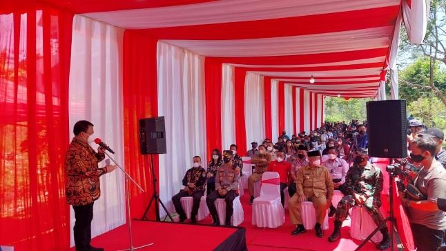 Wakil Ketua MPR RI, Dr. Ahmad Basarah, M.H. di kegiatan vaksinasi Covid-19. Foto: Istimewa.