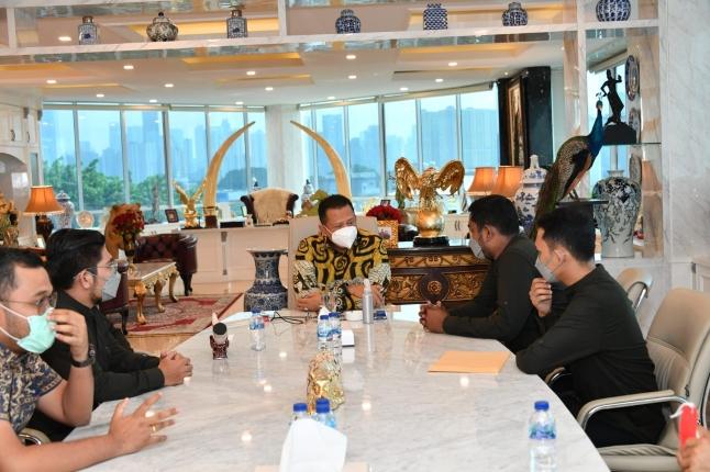 Piala Ketua MPR di Lomba Debat dan Penulisan Esai Empat Pilar MPR